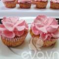 Bếp Eva - 20-11 làm cupcake kem tươi