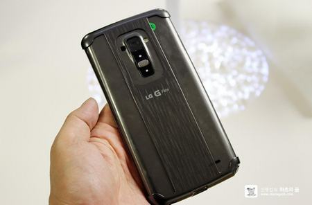 lg g flex co the chong chiu luc de hang chuc kg - 3