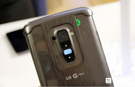 lg g flex co the chong chiu luc de hang chuc kg - 5
