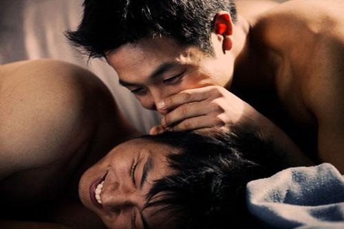 nhung canh yeu dong tinh nong trong phim han - 3