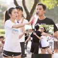 Làng sao - Hà Tăng tận tình chăm sóc chồng sau khi chạy bộ