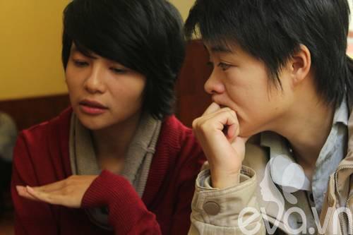 """cap dong tinh nu hn: """"chung toi dang rat hanh phuc"""" - 5"""