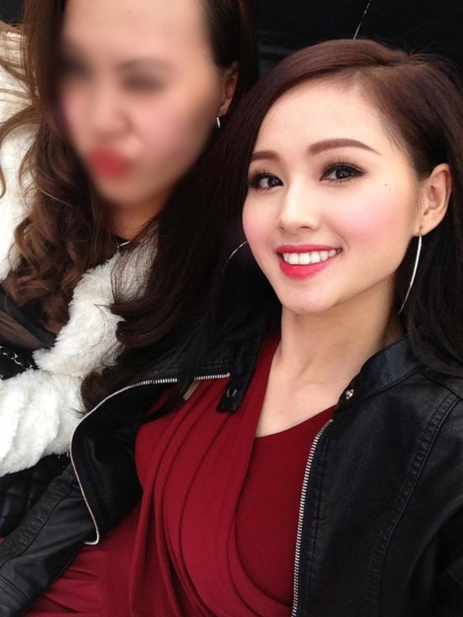 Bức hình hot girl Tâm Tít đăng lên Facebook khiến cộng đồng mạng xôn xao nghi ngờ cô độn cằm.