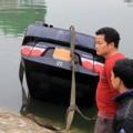 """Tin tức - Hà Nội: Xế hộp """"tắm"""" hồ Hoàng Cầu"""