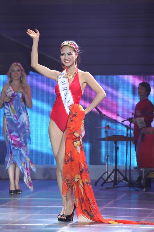 tran thi quynh lot top 6 mrs world 2013 - 6