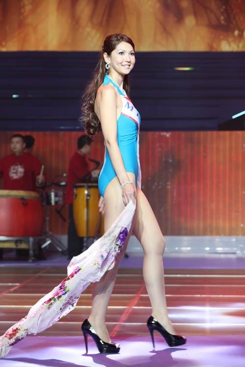 tran thi quynh lot top 6 mrs world 2013 - 14