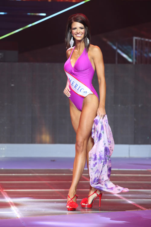 tran thi quynh lot top 6 mrs world 2013 - 10
