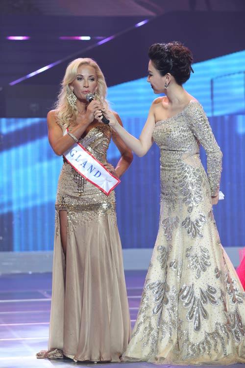 tran thi quynh lot top 6 mrs world 2013 - 11