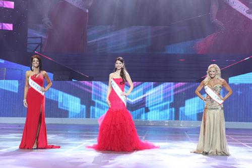 tran thi quynh lot top 6 mrs world 2013 - 8