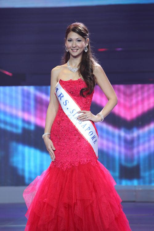 tran thi quynh lot top 6 mrs world 2013 - 13