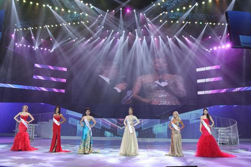 tran thi quynh lot top 6 mrs world 2013 - 19