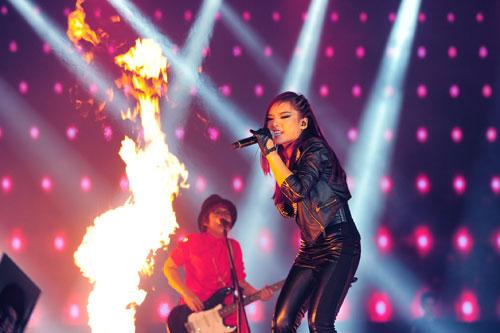 """hong nhung """"thach"""" hoang ton thi the voice my - 15"""