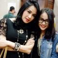Làng sao - Con gái Thanh Lam quấn quýt bên mẹ