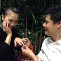 Làng sao - Quang Dũng đeo nhẫn đính hôn cho Hồng Ngọc