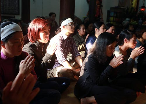 vu cat tuong: dua di anh chi huyen len chua kim lien - 6