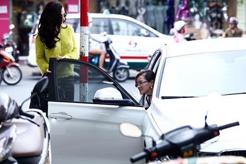 angela phuong trinh lai xe cho me di sam do noel - 4