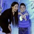 Làng sao - Mẹ con Kim Hiền mê mẩn phim Frozen