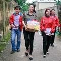 Làng sao - HH Ngọc Hân giản dị đi thăm đồng bào Quảng Bình