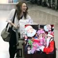 Làng sao - Mỹ Tâm được fan mừng Noel ngay tại sân bay