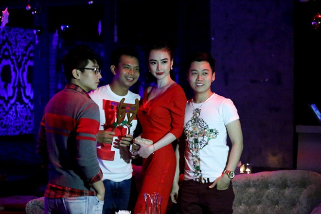 angela phuong trinh mac long lay di choi bar - 8