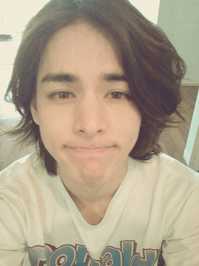 Lee Hyun Jae là mỹ nam hàng đầu làng giải trí xứ Hàn. Sở hữu gương mặt đẹp đến từng chi tiết, phom dáng chuẩn của người mẫu - Lee Hyun Jae 'đánh cắp' trái tim hàng triệu chị em.