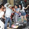Xem & Đọc - Vợ chồng Thái Hòa đánh nhau với khách sửa xe