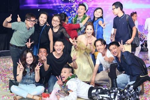 khanh thi lam 'cong chua' khoe vong 1 goi cam - 17