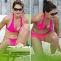 Katie Holmes lộ bụng chảy xệ với bikini