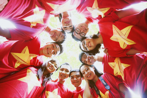 ban tre tau thanh nien dong nam a rang ngoi ao co to quoc - 1