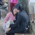Tin tức - Mẹ khóc ngất bên thi thể con trai 12 tuổi bị xe tải cán