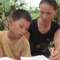 Tin tức - Bắt đền trường vì con học lớp 5 không biết chữ