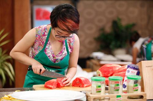 khanh phuong: nhuom toc cho ca tinh hop voi chuong trinh - 2