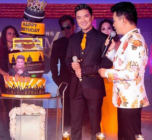 mr. dam duoc tang banh sinh nhat dat 100 chi vang - 1