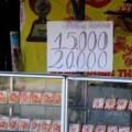 Mua sắm - Giá cả - Bánh Trung thu ế cả tháng vẫn vô tư bày bán