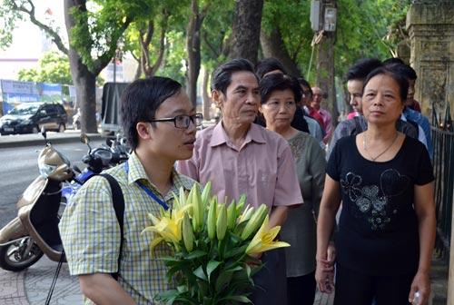 dong nguoi lang le dang huong len dai tuong vo nguyen giap - 2
