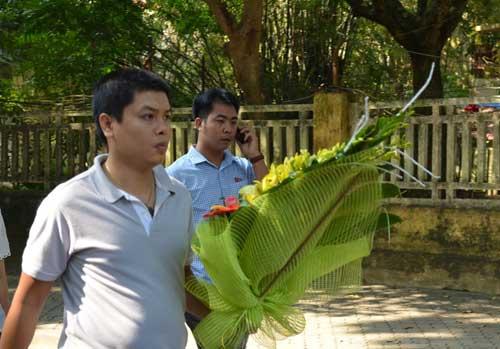 dong nguoi lang le dang huong len dai tuong vo nguyen giap - 14