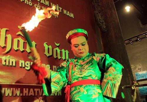"""to mo xem """"thanh dong thoat xac"""" hau dong - 4"""