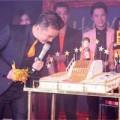 Làng sao - Mr Đàm tiết lộ về chủ nhân chiếc bánh dát vàng