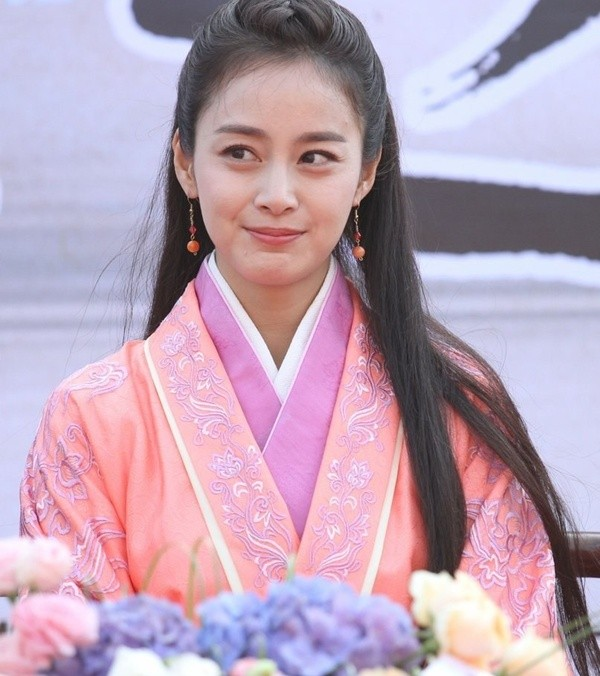 kim tae hee lo nep nhan khi dong phim tai trung quoc - 1