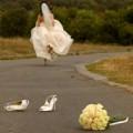 """Thời trang - """"Tẩu hỏa nhập ma"""" vì đám cưới, cô dâu muốn bỏ trốn"""