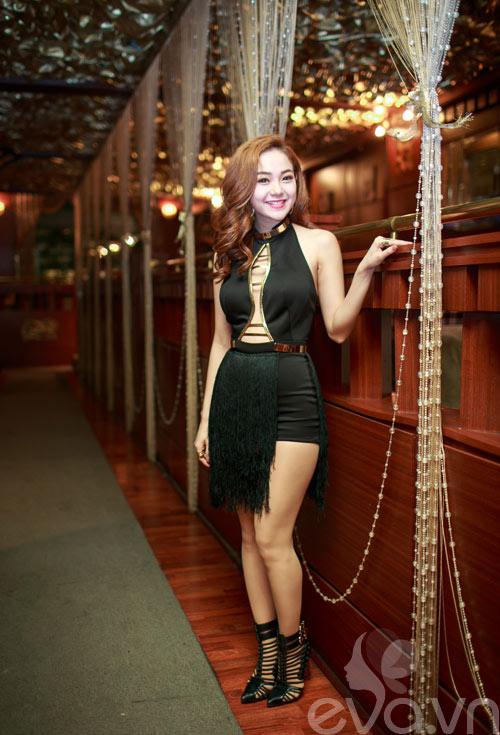 minh hang tinh cam voi fan nam tren san khau - 1