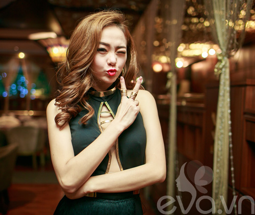 minh hang tinh cam voi fan nam tren san khau - 5