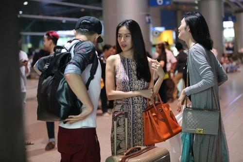 Thủy Tiên mang dép bệt, khoe mặt mộc ngoài sân bay-4