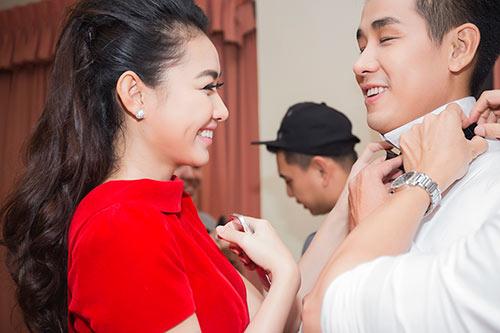 """MC Nguyên Khang được """"bạn gái"""" chăm sóc tận tình-6"""