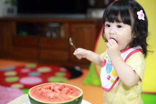 Quy tắc ăn uống lịch sự mẹ cần dạy con-1