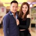 Làng sao - Vợ chồng Jennifer Phạm tình tứ đi xem phim