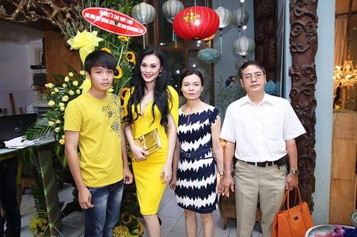cao thuy linh chua dong phat van dai tiec tung bung - 6