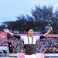"""Làng sao - Dương Triệu Vũ """"quậy tung"""" sân vận động với 5000 khán giả"""