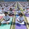 Tin tức - Ấn Độ: 5.000 học sinh và giáo viên cùng tập Yoga