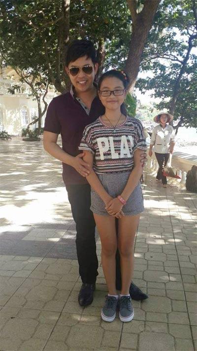 duong my linh au yem om chat bang kieu o san bay - 11